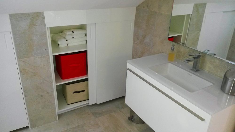 Aménagement sous comble salle de bain - Réalisation de salle de bain par Elégance Bois - Artisan Créateur à Remouillé (44) - Agenceurs sur mesure