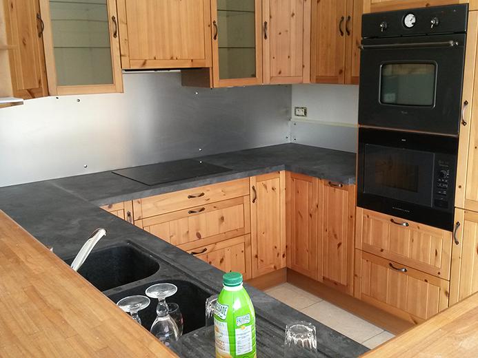 Agencement de cuisine - meubles, plan de travail et crédence - Réalisation de cuisine par Elégance Bois - Artisan Créateur à Remouillé (44) - Agenceurs sur mesure