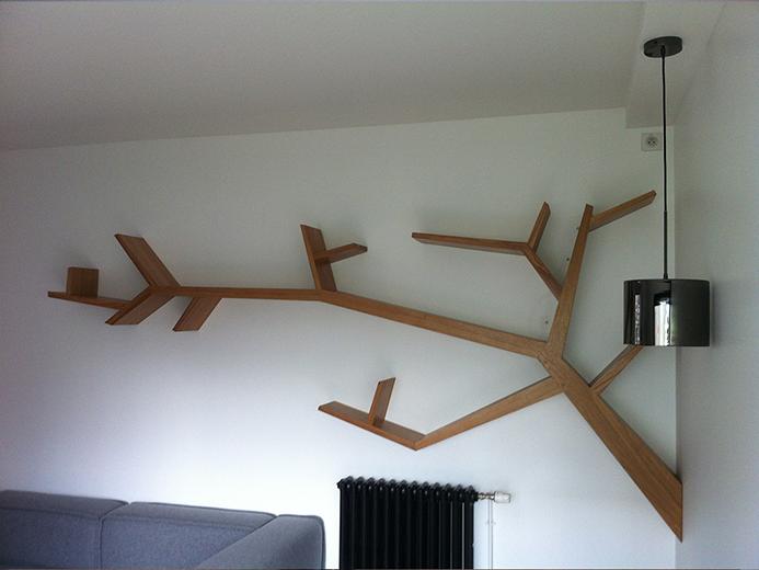 Création de bibliothèque Design en forme d'Arbre - Réalisation d'aménagement intérieur par Elégance Bois - Artisan Créateur à Remouillé (44) - Agenceurs sur mesure