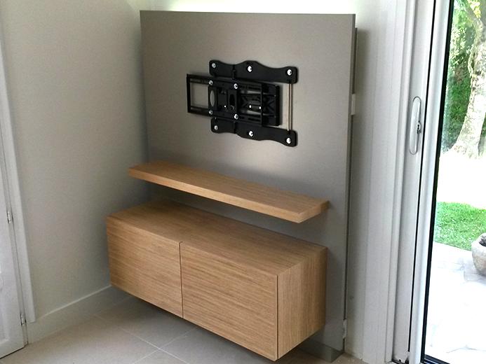 Panneau support télé laqué avec rétroéclairage led et meuble en chêne - Réalisation d'aménagement intérieur par Elégance Bois - Artisan Créateur à Remouillé (44) - Agenceurs sur mesure
